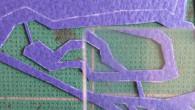 ●ルーペの2倍レンズだとこんな感じです。 3倍レンズは粗悪品で固定されずパカパカなので使えません… ●時間もあまりないので急いでやっています。 裏面はこんな感じで細々とした色を先に乗せていきます。 貼って表を […]
