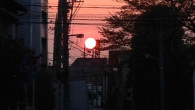 ●明け方ウォーキングで今日は月が赤かったです。 ●そして太陽も赤くでかかったです… ●姪っ子の大学入学祝い探しに表参道→渋谷へ。 ヒカリエにてサラダライスランチ。 入学祝いはネクサス7に。自分もタブレットほし […]