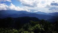 ●高尾山へ。 久々に登ってみました! ●この日は強風でしたが、ここでは木々が いい感じで防いでくれて しかも日も当たらず涼しくて登るのには最適でした!   ●目安では90分と書いてありましたが、 ゆっくり登って65分で到 […]