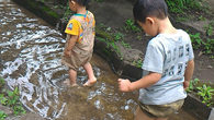 ●嫁は千葉の富里までスイカマラソンへ参加のために 始発で出発。 子供2人と留守番してました。 公園で水遊びしてDVDを借りてみたり昼寝をして 1日が終わってしまいました…